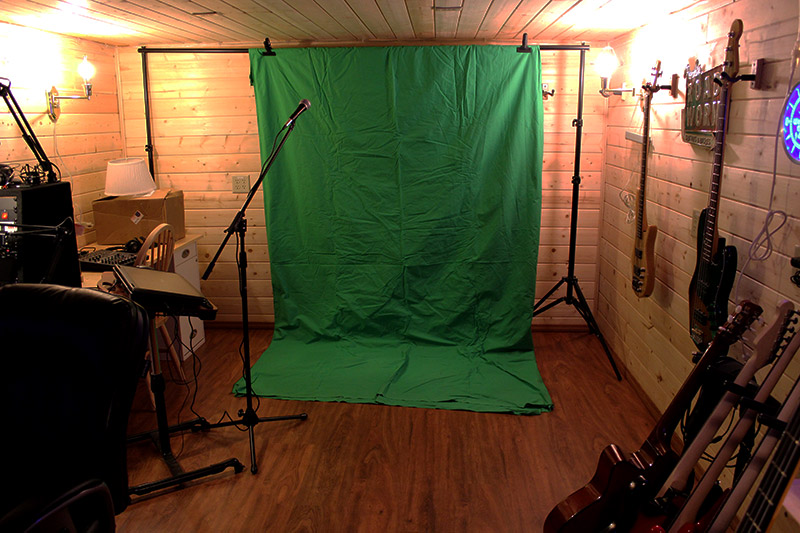 Back corner cleared out for a quick green screen test.